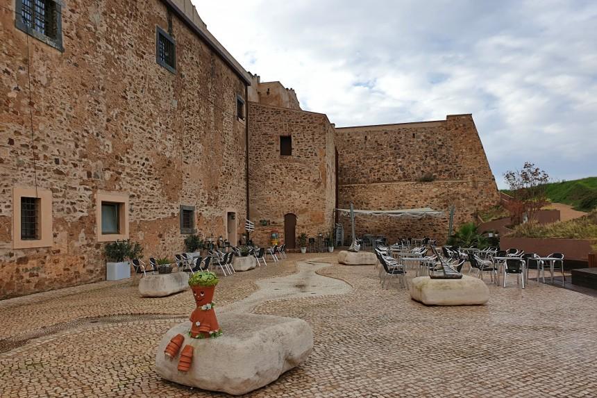 terraza de la cafetería del convento de San Juan de Dios