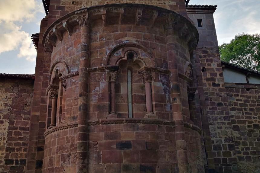 Iglesia románica de Nuestra Señora de Tres Fuentes en Valgañón