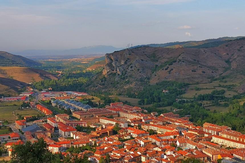 vista de Ezcaray, uno de los pueblos más bonitos de La Rioja Alta.