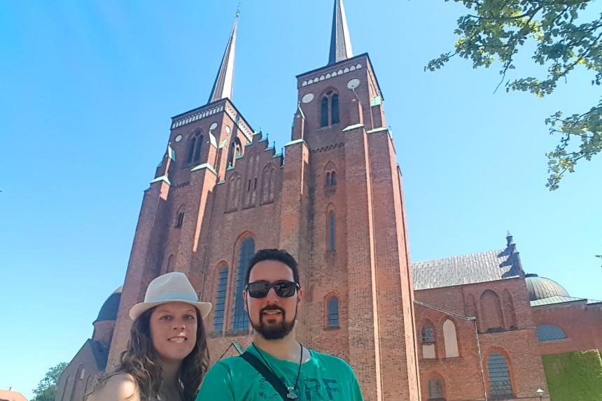 mapa y mochila en la Catedral de Roskilde