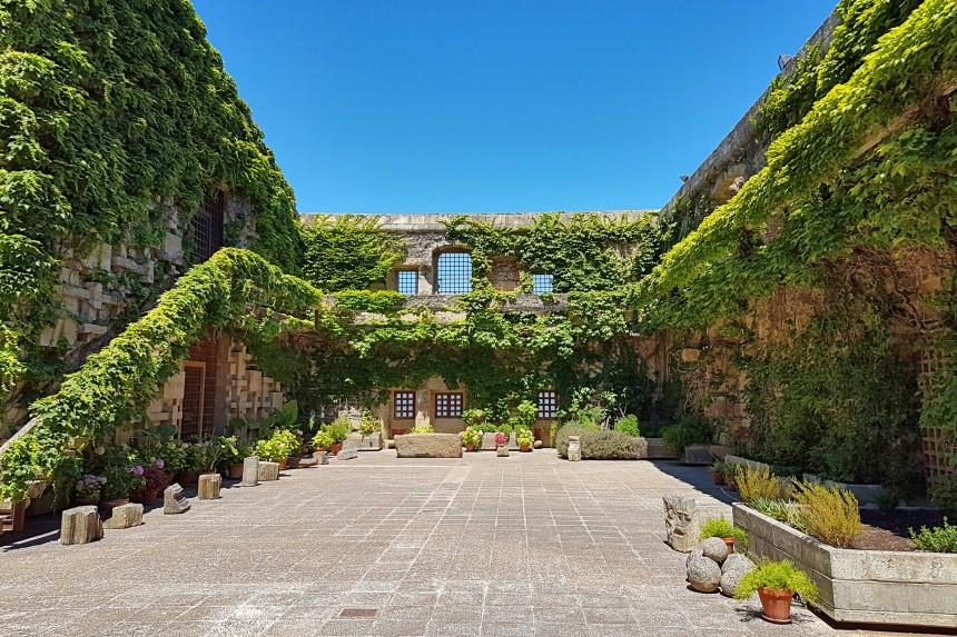 patio azteca de la Conventual de San Benito