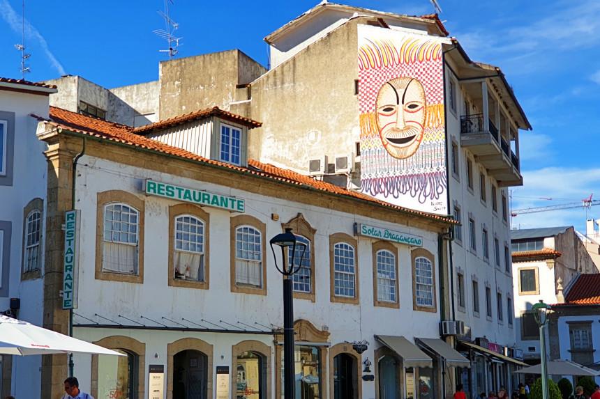 mural de la Praça da Sé en Bragança