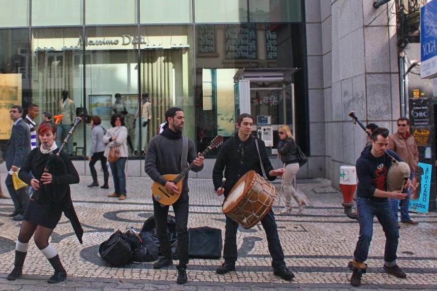 Cornalusa tocando en Rua Santa Catarina
