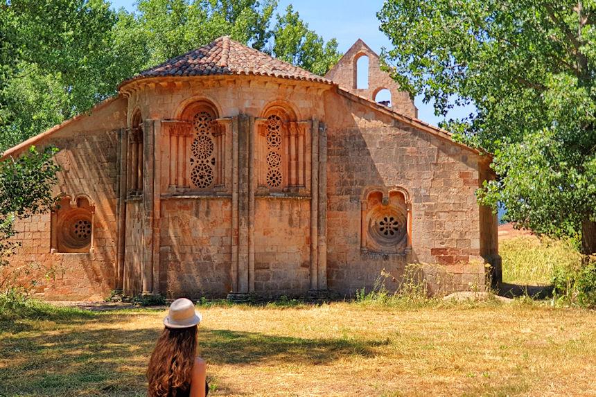 ábside de la Ermita de Santa Coloma de Albendiego, joya del románico rural de Guadalajara