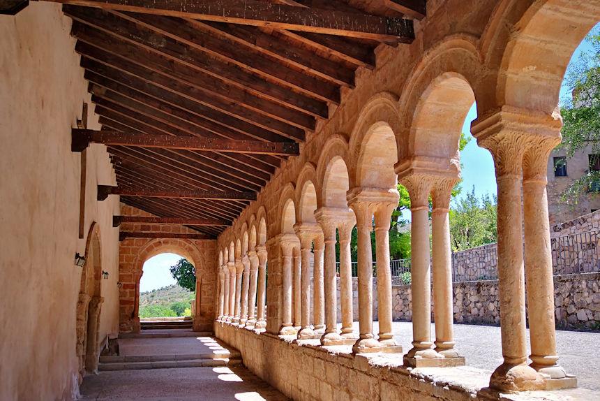 atrio porticado de la de la iglesia del Salvador de Carabias