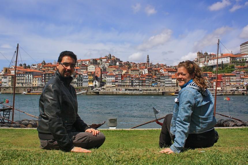 mapa y mochila durante nuestro viaje a Oporto