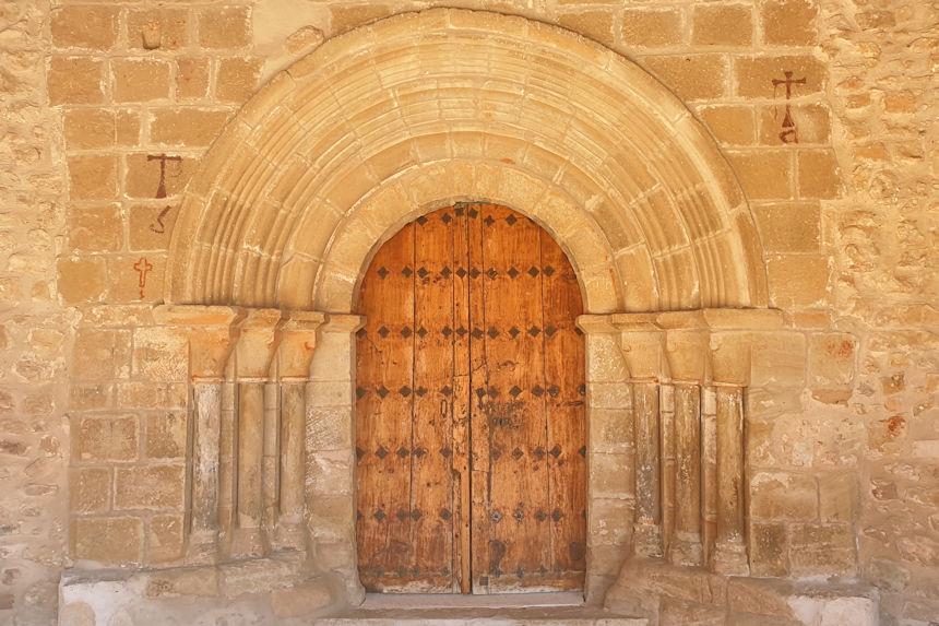 Portada románica de la Iglesia de San Juan Bautista de Jodra del Pinar