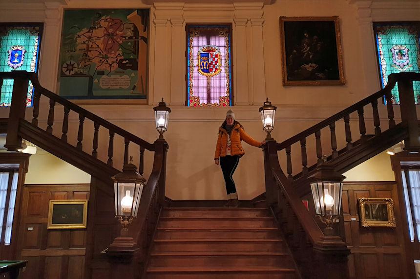 Escalera del Museo Quiñones de León