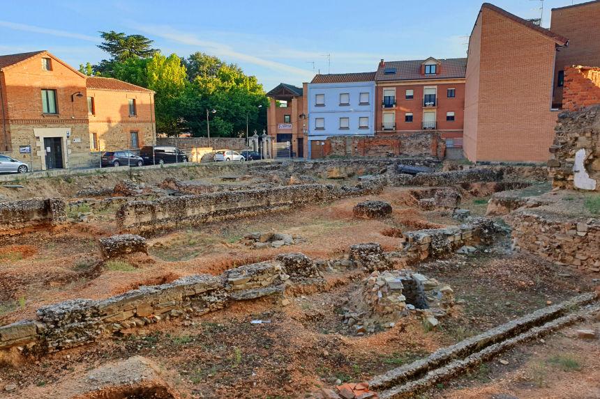 Pórtico sur del foro romano de Asturica Augusta