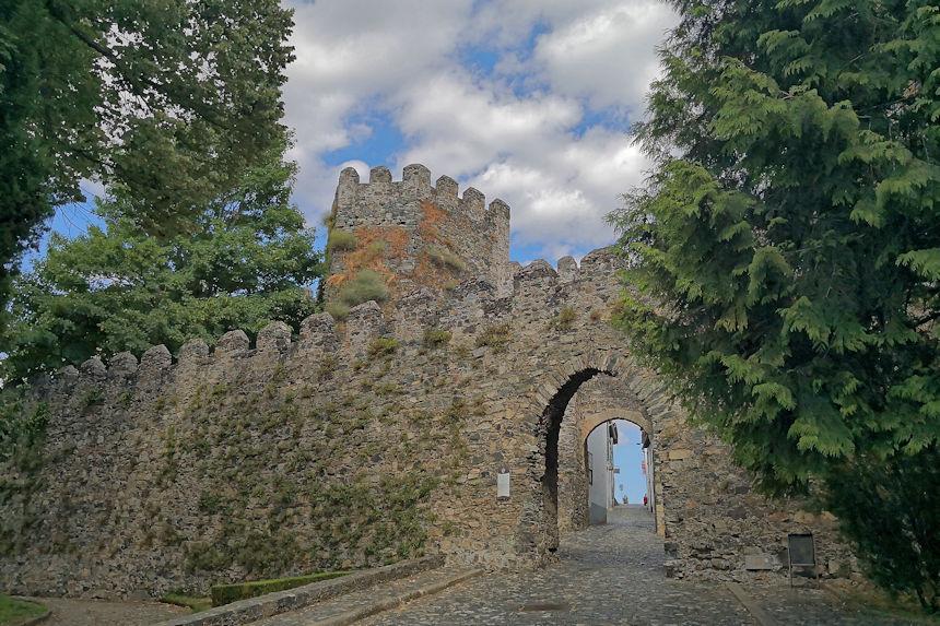 puerta de la ciudadela amurallada de Braganza