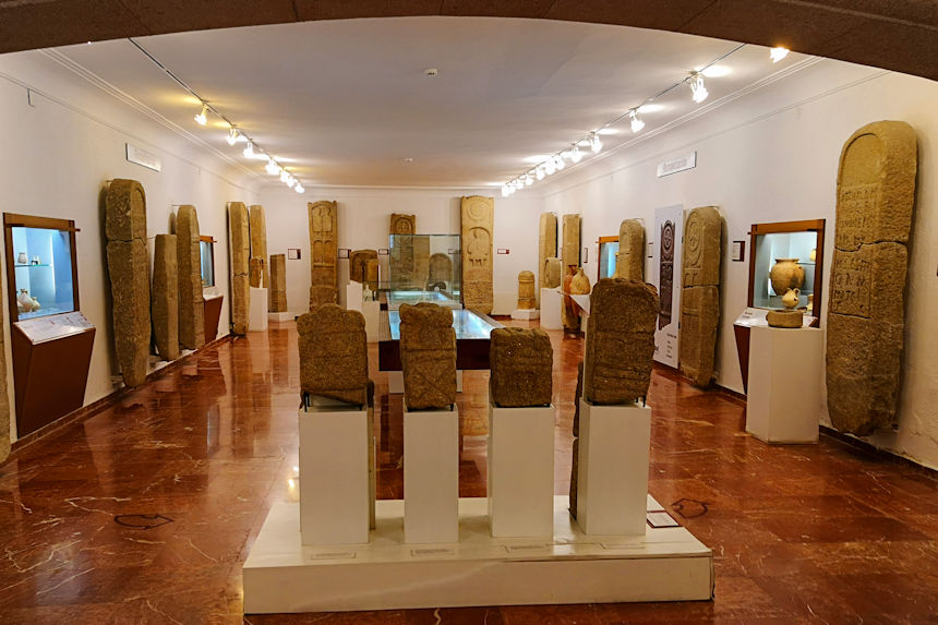 salas de arqueología en el Museo Quiñones de León