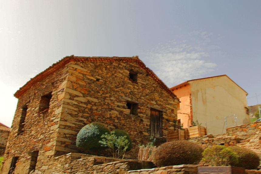arquitectura negra en la Sierra Norte de Madrid