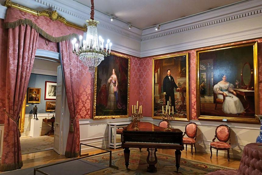 recreación de salón de época en el Museo del Romanticismo de Madrid