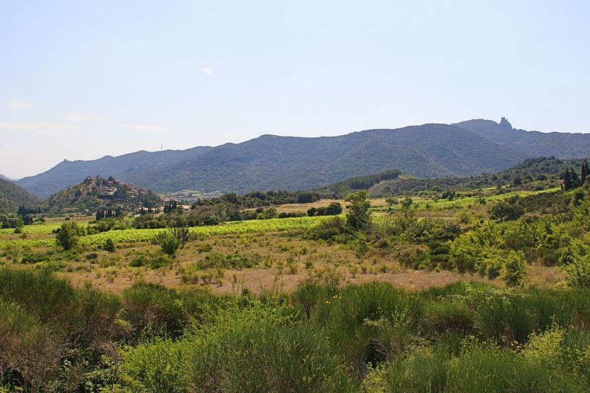 Vista de Cucugnan y Quéribus