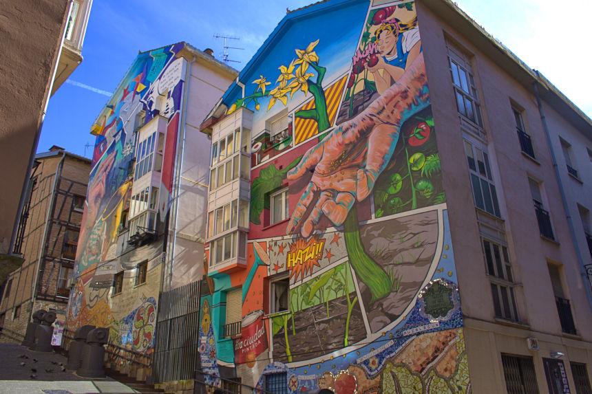"""Mural """"Eskuz Esku"""""""