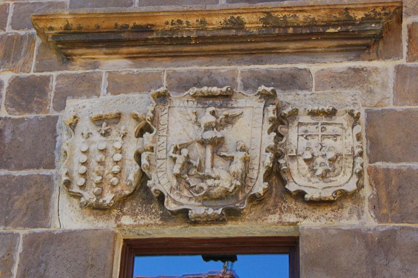 Escudo de la familia tagle en la casa de los Velarde en Aguilar de Campoo