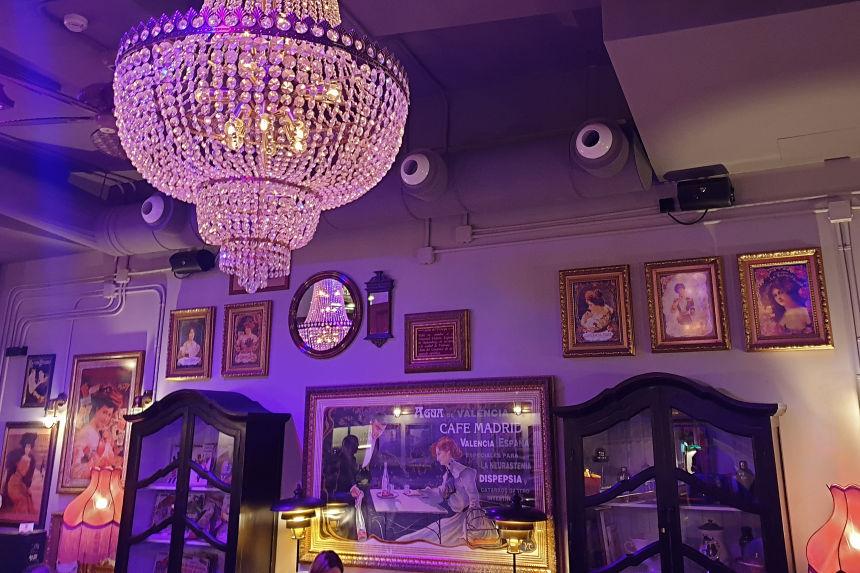 interior del café Madrid en Valencia
