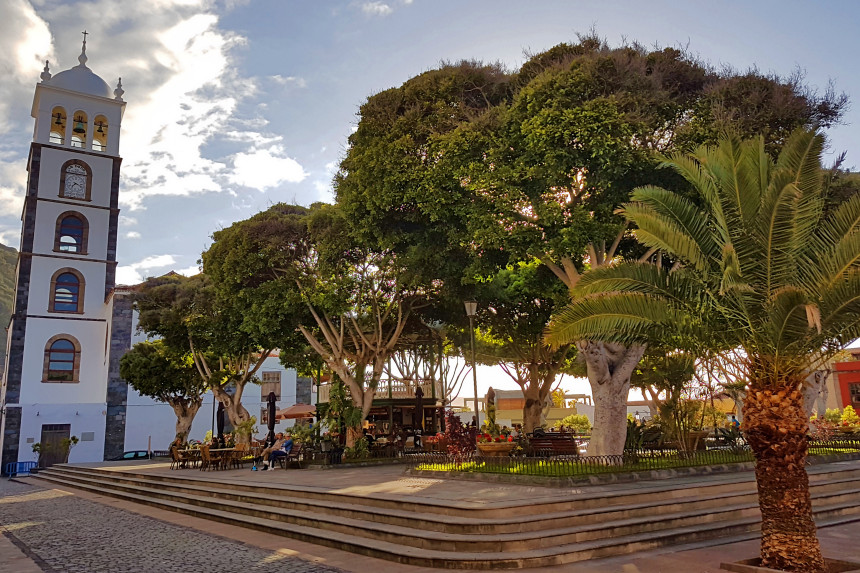 Plaza de la Libertad y Parroquia de Santa Ana
