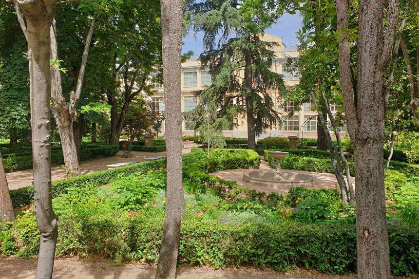 Palacio Viejo de Vista Alegre entre los Jardines