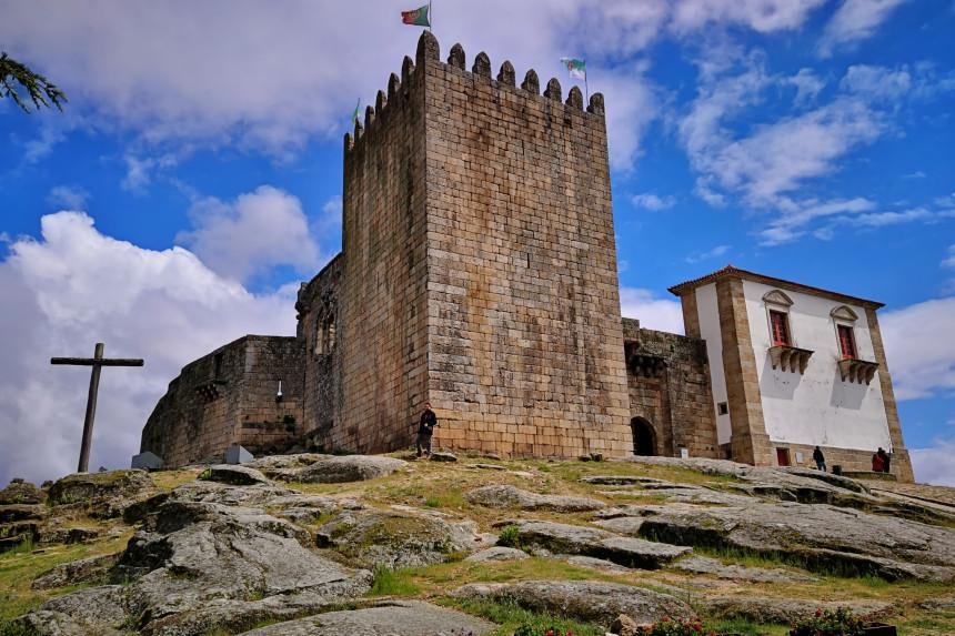Castillo de belmonte en Portugal y cruz de madera de pernambuco