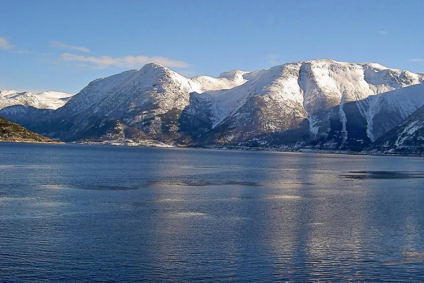 montañas nevadas en Voss, Noruega