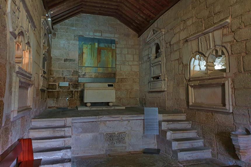 panteón de los Cabral en la Iglesia de Santiago