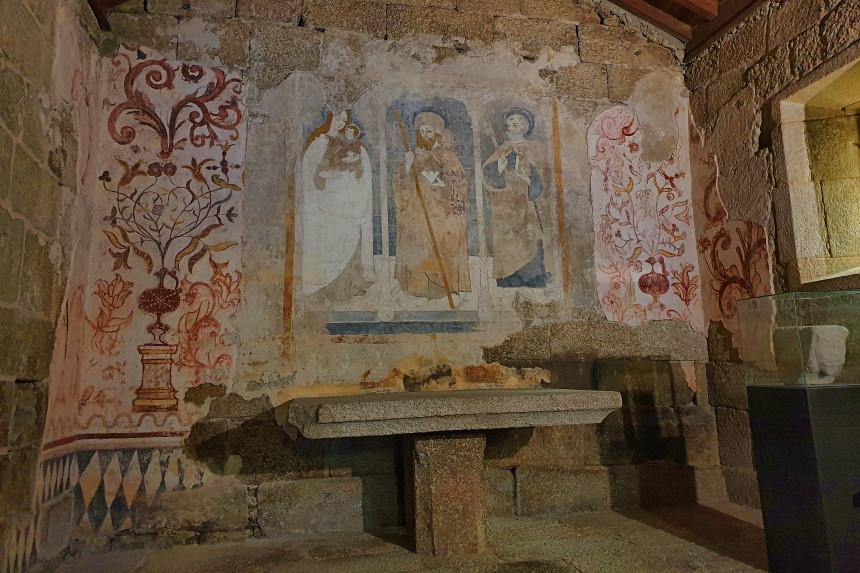 pinturas murales de la iglesia de Santiago en Belmonte