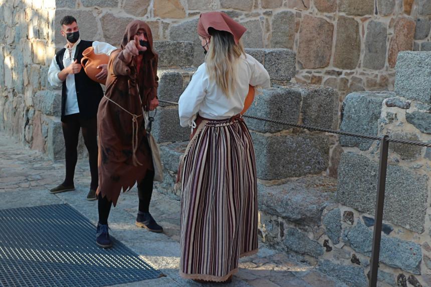 actores de la visita teatralizada a la muralla de Ávila